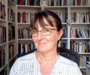 Rebecca Schneider headshot