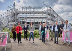Gruppenfoto Frankfurter und Offenbacher Kulturschaffende und Politiker:innen