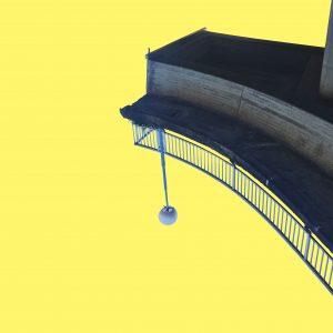 Eine halbe Brücke mit Geländer und Laterne vor gelbem Hintergrund. Die Brücke ist auf den Kopf gestellt.